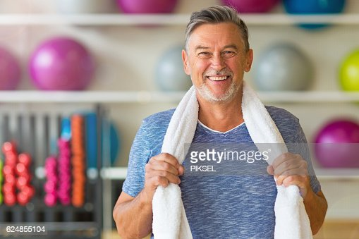 Senior man in health club : Stock-Foto