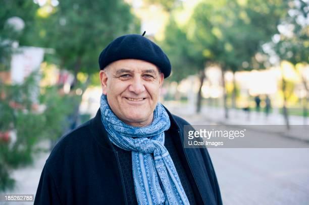 Hombre Senior en el parque.