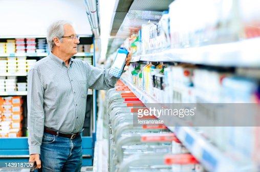 Senior man shopping in supermarket : Stock Photo