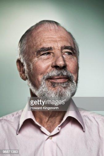 Senior man smiling, portrait : Stock Photo