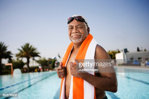 Senior man swimmer with towel : Stock-Foto