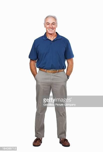 Senior homme avec ses mains dans les poches