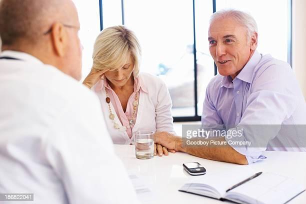 Senior patients de parler avec le médecin