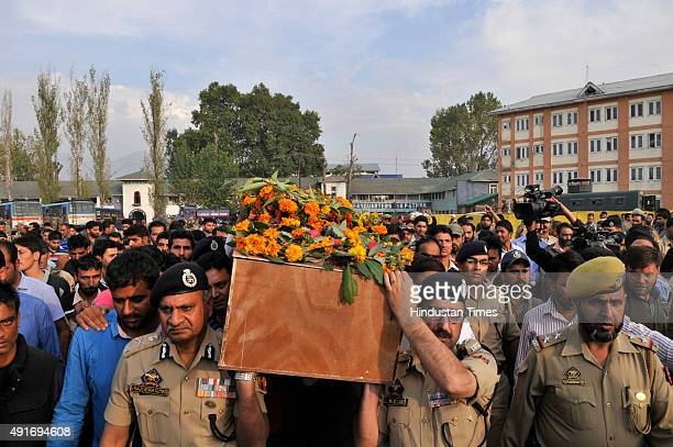 Senior Police officials carry the coffin of mortal remains of SubInspector Altaf Ahmad during the wreath laying ceremony on October 7 2015 in...