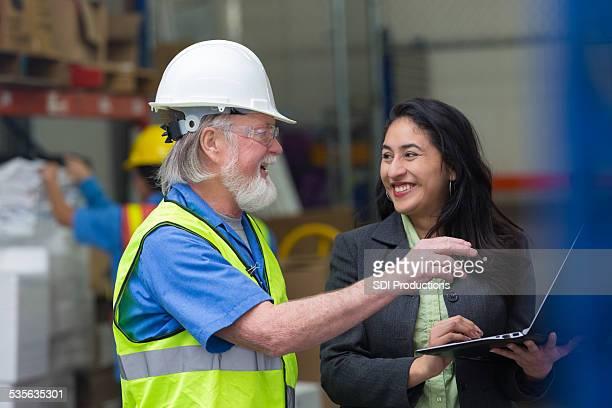 シニア倉庫マネージャーのチェックをご用意し、監視回路