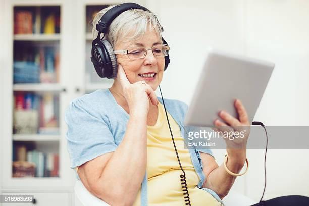Senior Frau zu Hause