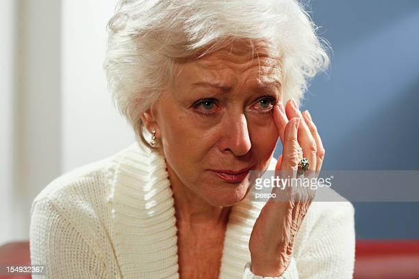 Femme âgée Pleurer