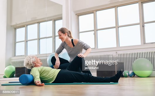 Senior woman having a friendly chat with her personal trainer : Stock Photo