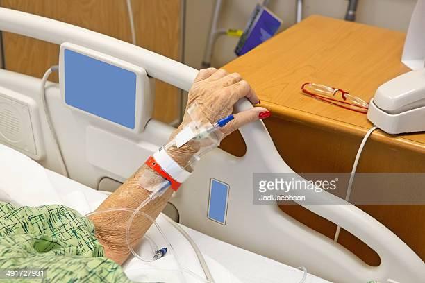 高齢者の女性の病院、iv