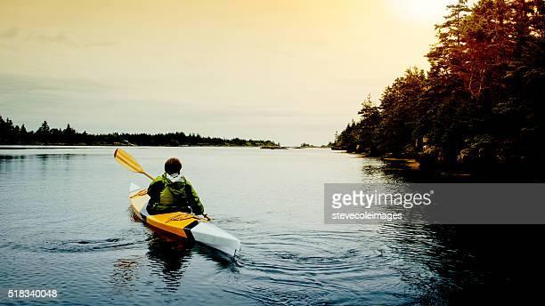 Femme âgée kayak