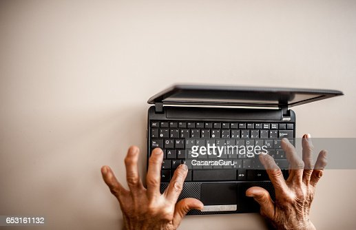 Senior Woman Learning To Use Computer : Stock-Foto