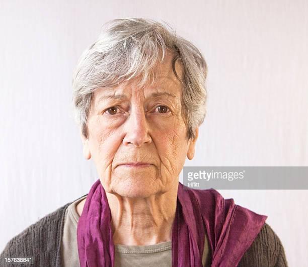 Senior Frau Blick in die Kamera