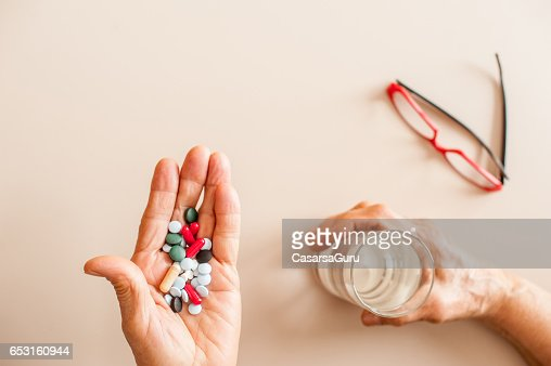 Senior Woman Old Hands Taking Medicine : Stock-Foto