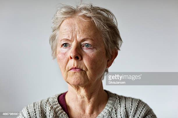 portrait de femme senior de la dépression