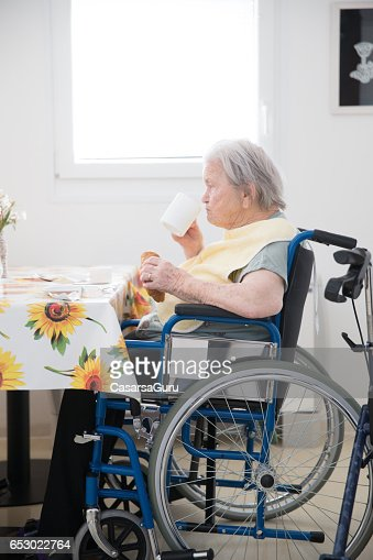 Senior Woman Sitting On The Wheelchair Waiting For Breakfast At The Care Center : Stock-Foto