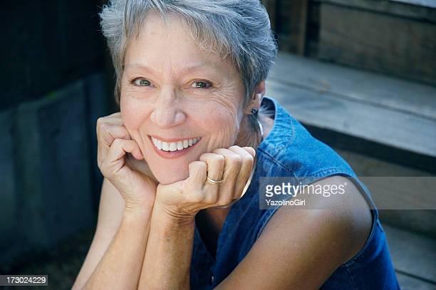 Glückliche gesunde Senior Frau