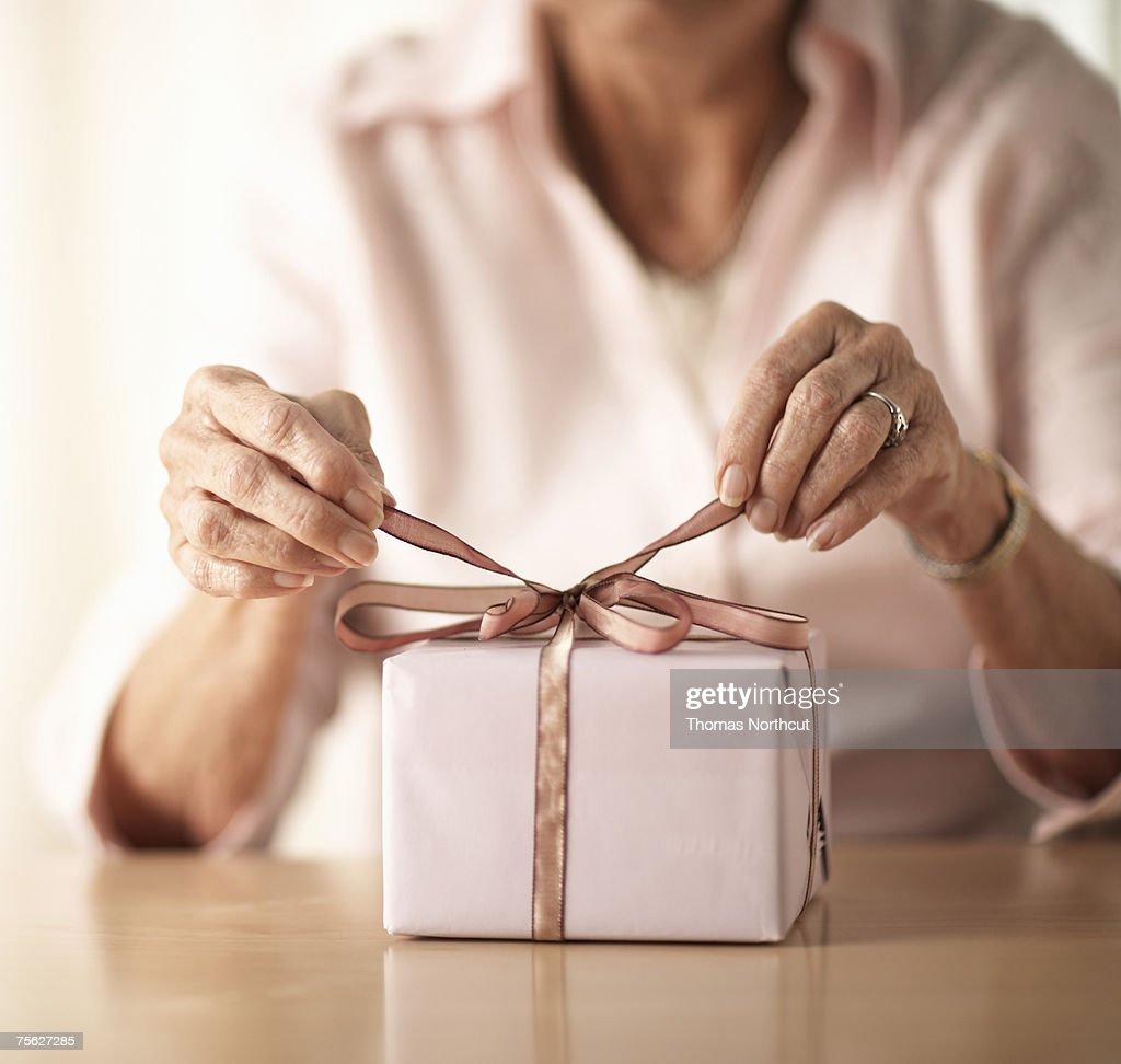 Подарки для женщины в 50 лет 97