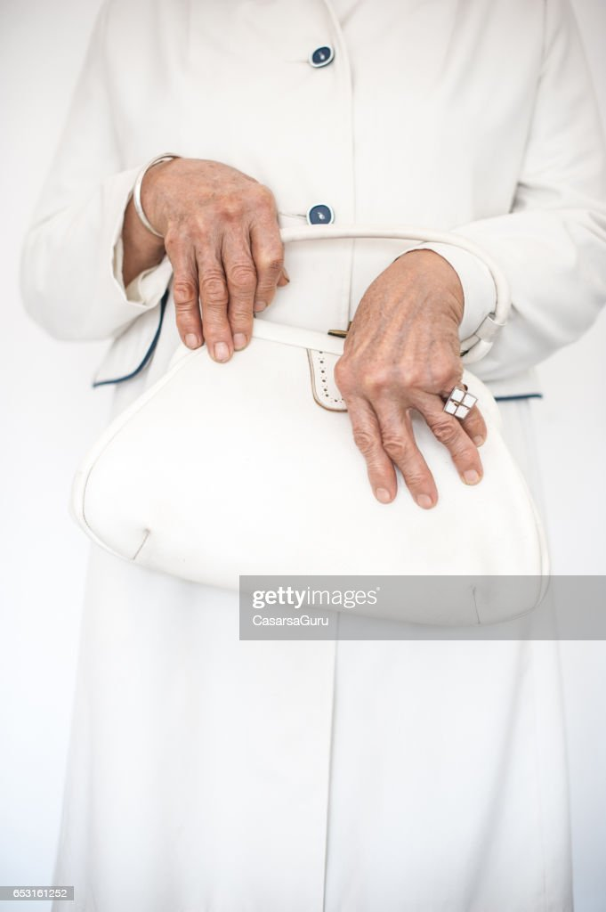 Ältere Frau tragen stilvolles Outfit : Stock-Foto