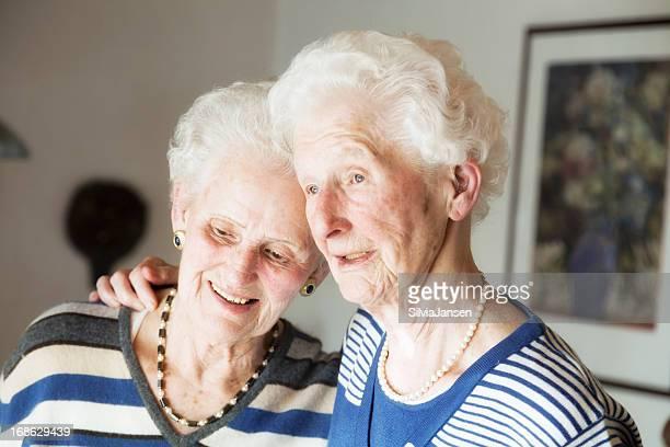 senior Damen Schwester Liebe Porträt