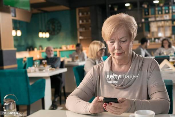 Frauen in Führungspositionen SMS im restaurant