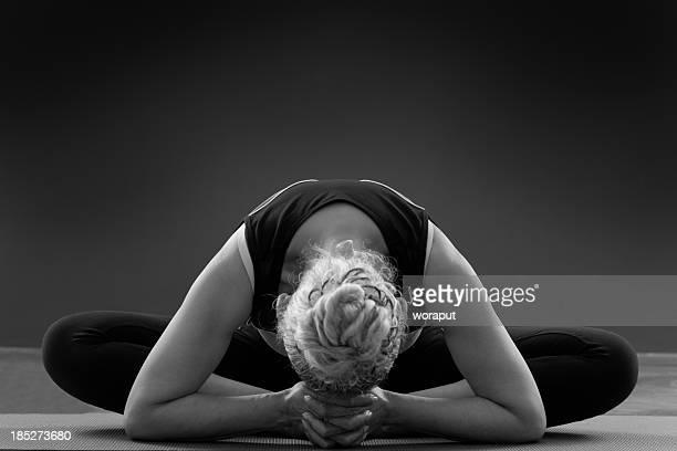Femmes seniors yoga