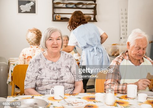 Seniors At The Retirement Home Having Breakfast : Stock-Foto