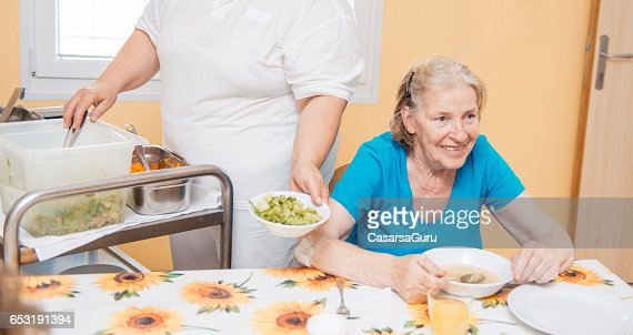 Seniors Having Lunch In The Dining Room Of The Retirement Center : Bildbanksbilder