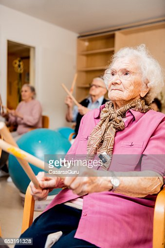 Seniors Having Physical Therapy In The Retirement Home : ストックフォト