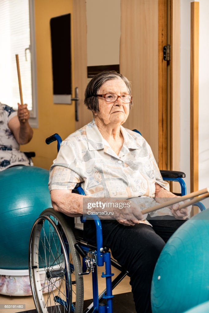 Seniors Having Physical Therapy In The Retirement Home : Bildbanksbilder