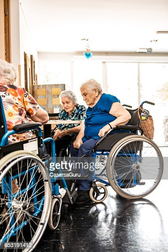 Seniors On The Wheelchair In The Nursing Home Waiting For The Therapy In The Gym Class : Stockfoto
