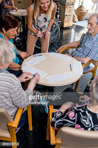 Seniors Playing Bingo At The Retirement Home : Stock-Foto