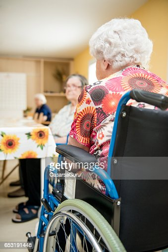 Seniors Waiting In The Dining Room At The Retirement Home : Stockfoto