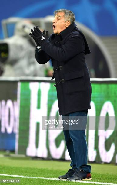 Senol Gunes Manager of Besiktas gives his team instructions during the UEFA Champions League group G match between RB Leipzig and Besiktas at Red...