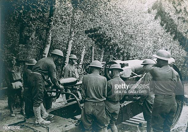 Senoncourt American troops loading a 206 mm cannon 17 July 1918 World War I France 20th century