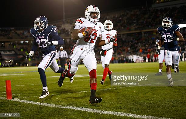 Senorise Perry of the Louisville Cardinals runs in for a touchdown in the second quarter against the Connecticut Huskies at Rentschler Field during...