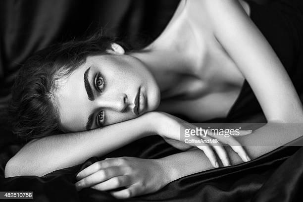 Sensuale in bianco e nero foto di una donna