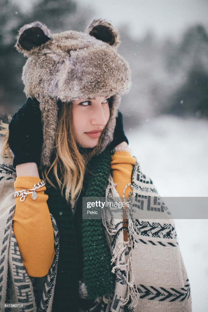 photo of girls on snow with hats № 18315