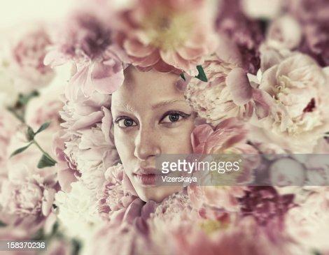 Sensual portrait in flowers : Bildbanksbilder