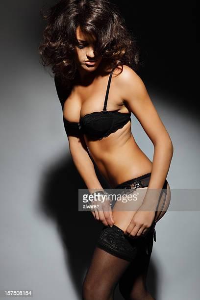 Sensuelle femme en lingerie féminine