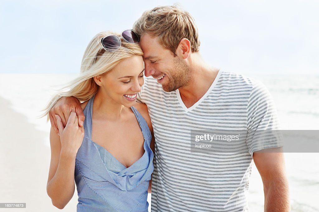 Sensuous romantic couple spending time at the beach : Stock Photo