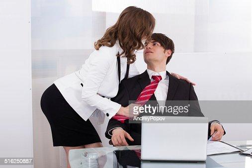 Flirter au bureau