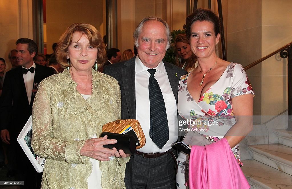 <a gi-track='captionPersonalityLinkClicked' href=/galleries/search?phrase=Senta+Berger&family=editorial&specificpeople=224990 ng-click='$event.stopPropagation()'>Senta Berger</a> and her husband <a gi-track='captionPersonalityLinkClicked' href=/galleries/search?phrase=Michael+Verhoeven&family=editorial&specificpeople=636143 ng-click='$event.stopPropagation()'>Michael Verhoeven</a> and <a gi-track='captionPersonalityLinkClicked' href=/galleries/search?phrase=Katarina+Witt&family=editorial&specificpeople=203221 ng-click='$event.stopPropagation()'>Katarina Witt</a> attend the 'Guillaume Tell' Opera Premiere at the Opera Festival Opening In Munich on June 28, 2014 in Munich, Germany.