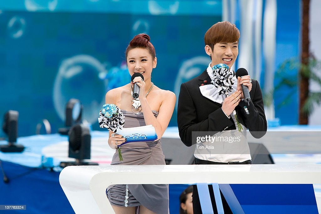 Seo In-Young and Jo-Kwon of 2AM speak during the 2010 Mnet 20's Choice at Sheraton Grande Walkerhill Hotel on August 26, 2010 in Seoul, South Korea.