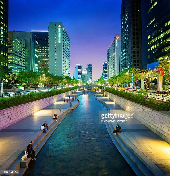 Seoul Cheonggyechon stream promenade at night
