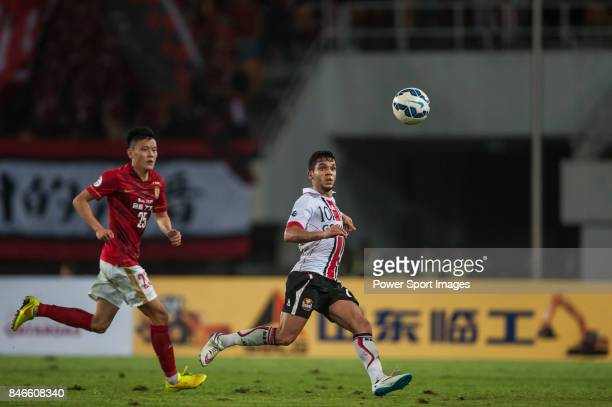 Seoul forward Everton Leandro Dos Santos Pinto fights for the ball with Guangzhou Evergrande midfielder Zou Zheng during AFC Champions League Group...