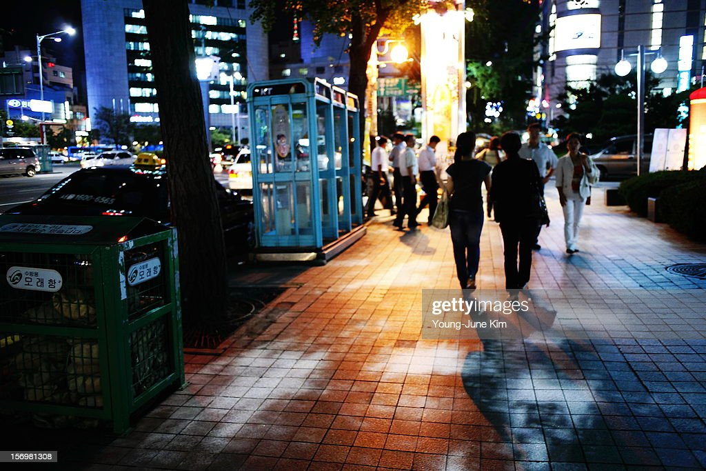 Seoul, Jung-gu, Sogong-dong, Myeong-dong, light, color, canon eos 5d, nikkor 28mm f/2.8 ais