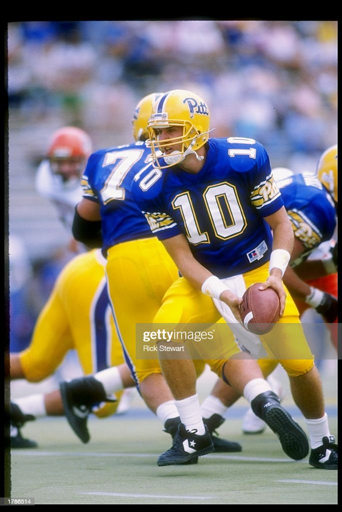 http://media.gettyimages.com/photos/sep-1989-quarterback-alex-van-pelt-of-the-pittsburgh-panthers-looks-picture-id1786514