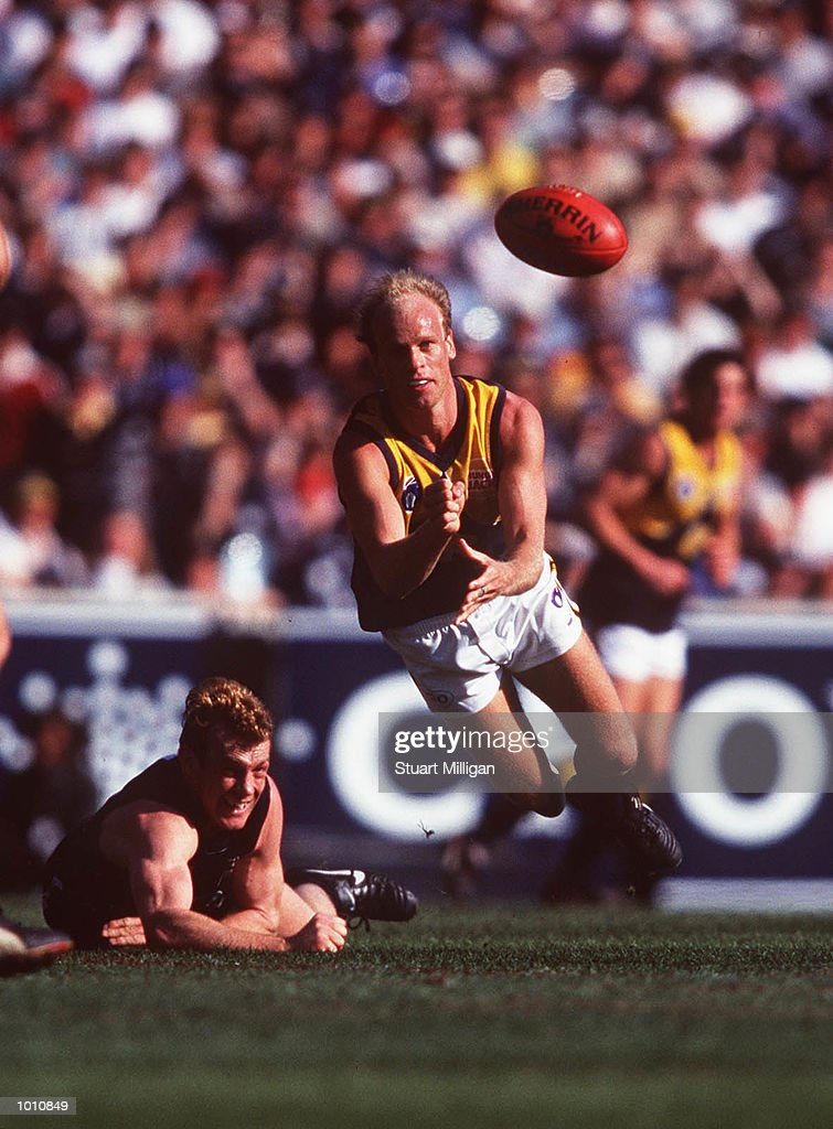 Dean Kemp #2 for the West Coast Eagles gets a handpass away as Adrian Hickmott #9 for Carlton looks on, during the first semi final played at the MCG, Melbourne, Victoria, Australia. Carlton eliminated West Coast from the finals series. Mandatory Credit: Stuart Milligan/ALLSPORT