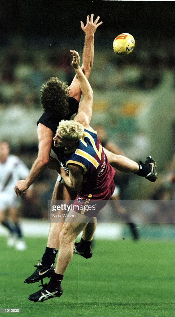 Fraser Brown #20 of Carlton attempts a mark whilst under pressure Jason Akermanis #12 of the Brisbane Lions during the second AFL qualifying final at The Gabba, Brisbane, Australia. Mandatory Credit: Nick Wilson/ALLSPORT