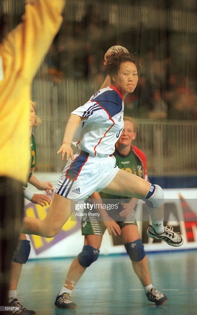 Hyun-Ok Kim of Korea shoots for goal during the Korea vs Australia match, at the Southern Cross International Handball Challenge, at the Buring Pavilion, Sydney Olympic Park Homebush, Sydney Australia. Mandatory Credit: Adam Pretty/ALLSPORT